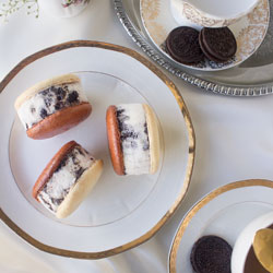 Cookies and Cream Ice Cream Macaron