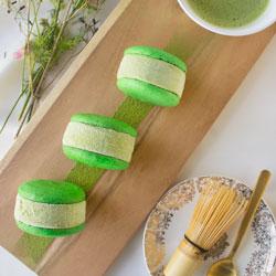 Matcha_green_tea_macaron_sq